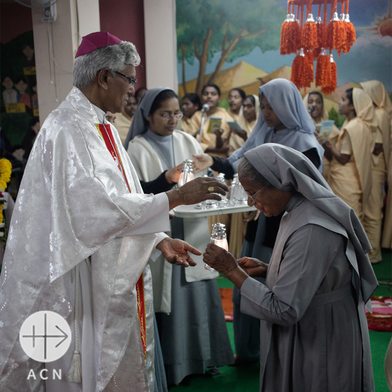 Madhya Pradesh, February 11, 2016: Archbishop Leo Cornelio celebrating the beginning of the 25th Jubilee of Holy Family Sisters in Bhopal Diocese.